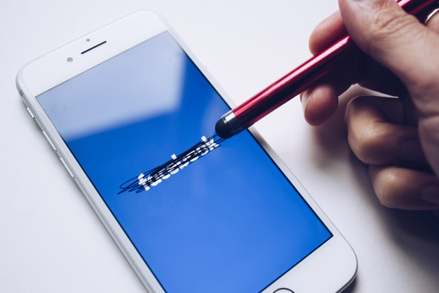 Facebook suspendeu conta de rabino: mais censura