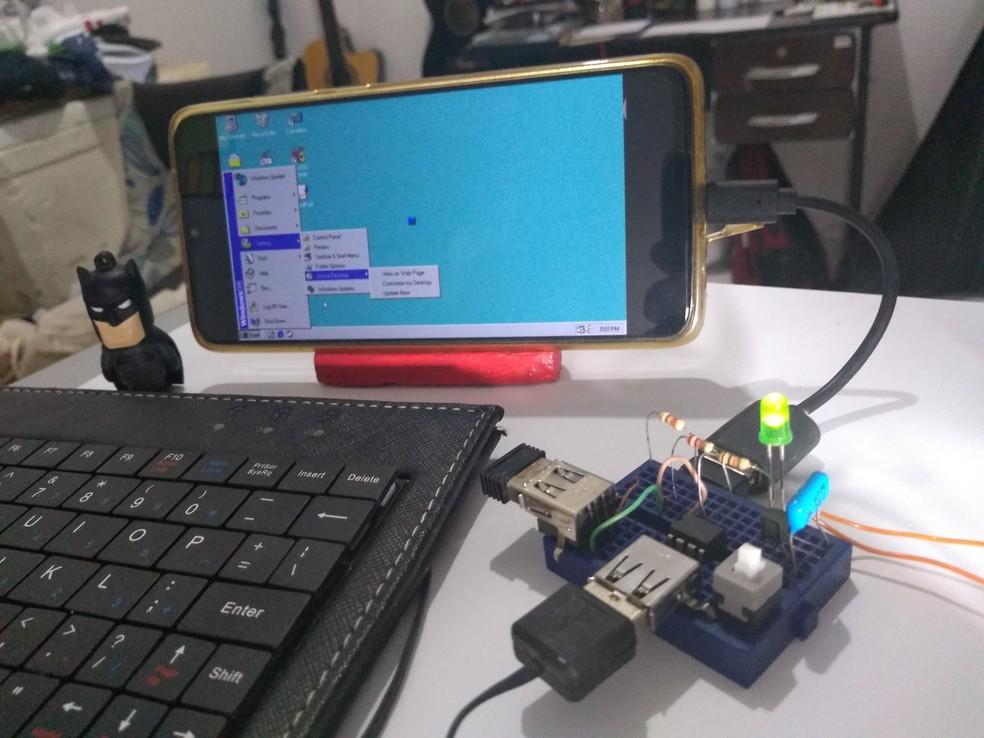 Professor Ciswal cria computador de R$ 22