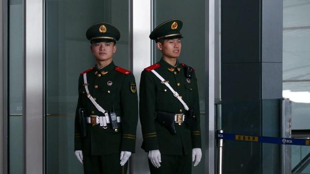 """China ameaça: Reino Unido """"pagará o preço"""" se quiser tratar a China como Estado hostil"""