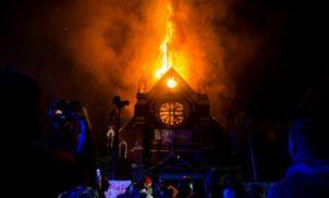 Esquerdistas incendiaram e saquearam igrejas no Chile
