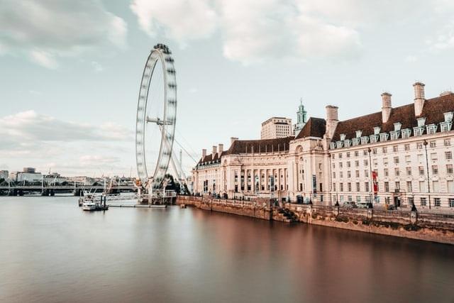 Londres protesta contra possível lockdown