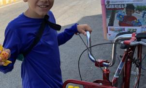 Menino de 11 anos é impedido de vender e recebe ajuda