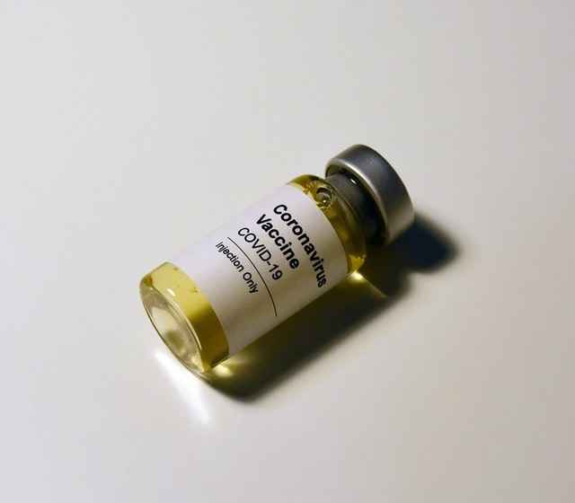 Eficácia da Coronavac: método aponta menos de 50%