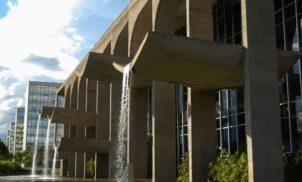 Brasil gasta demais com funcionalismo público