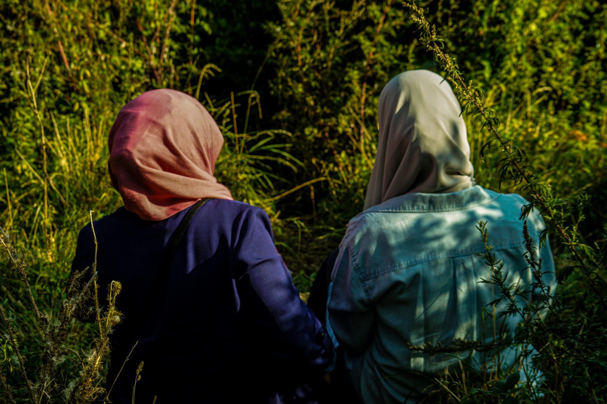 """Uigures acusam estupro em """"centros de reeducação"""""""
