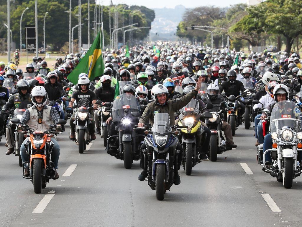 """O """"motoqueiro Bolsonaro"""": a corrida eleitoral de 2022 já começou?"""