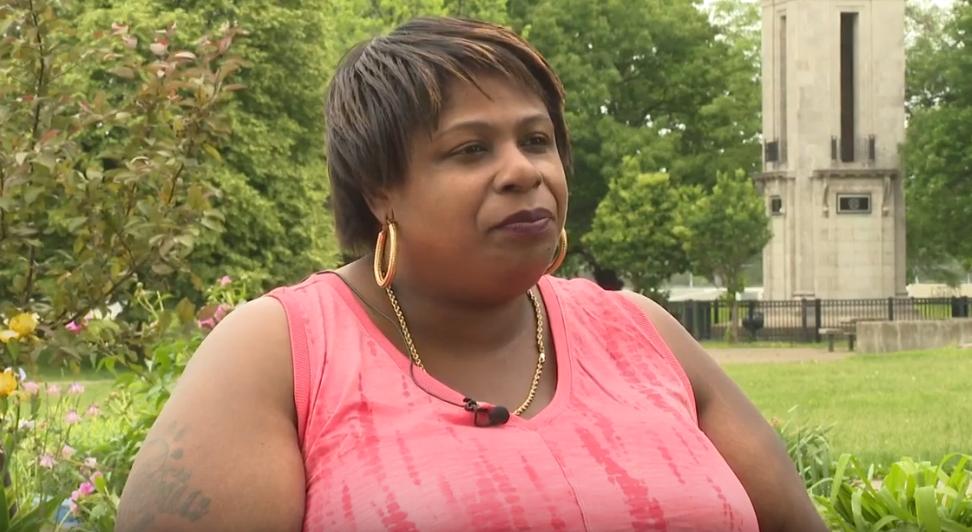 """Mãe rechaça Patrisse Cullors, do BLM: """"lucrou com o sangue de nossos parentes"""""""