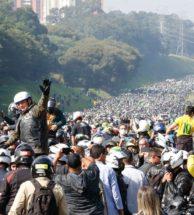 """A popularidade de Bolsonaro: um olhar crítico e o tapa no rosto da """"velha"""" política"""