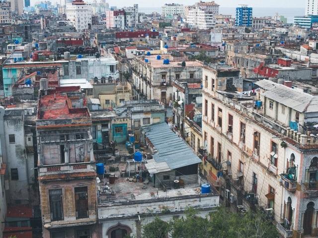 Cubanos saem às ruas pedindo liberdade
